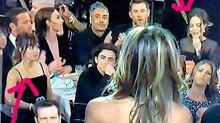 Captan a Dakota Johnson haciendo lo mismo que hubiéramos hecho tod@s: espiar a Angelina Jolie ignorando a Jennifer Aniston