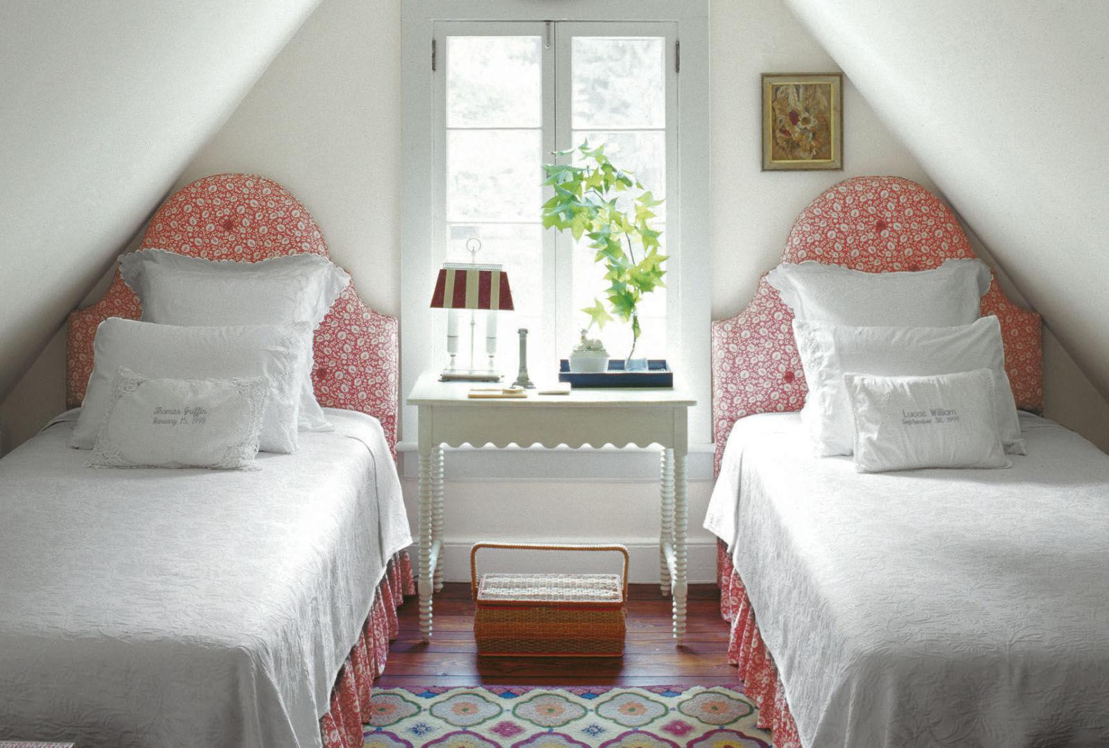 20 ways to make a big statement in a small bedroom for Style o bedroom sax