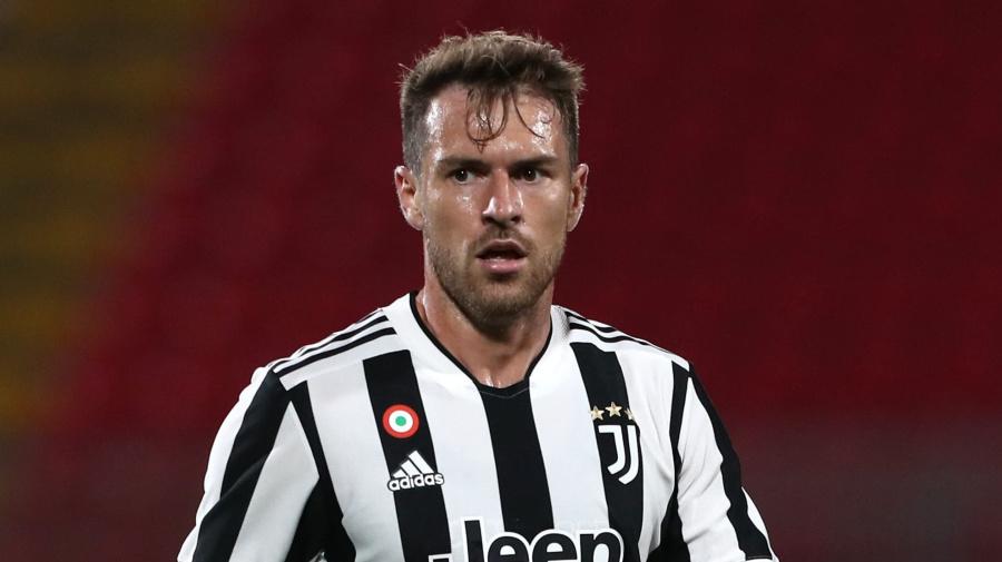 Nuova idea per il centrocampo del Milan: occhi in casa Juve, piace Ramsey