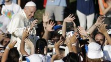 Pope to youth: Dream, don't let fear make you pessimistic