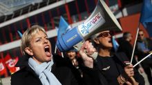 Air France workers hold firm on pay demands amid new strikes