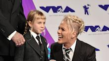 Pink twins with Willow, rocks the VMAs with her family