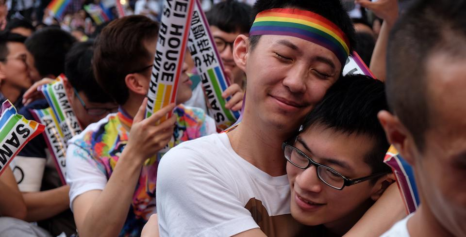 shouldnt homosexual marriage legalized in hong Homosexual marriage should be legalized because it will in no way interfere with heteroseuxals it does not weaken hetero marriage it does not weaken hetero marriage gay's getting married doesn't mess up straight relationships, it's just allowing a couple to be happy together.