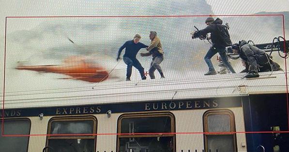 Insta :  Tom Cruise se bat au sommet d'un train à grande vitesse pour Mission: Impossible 7