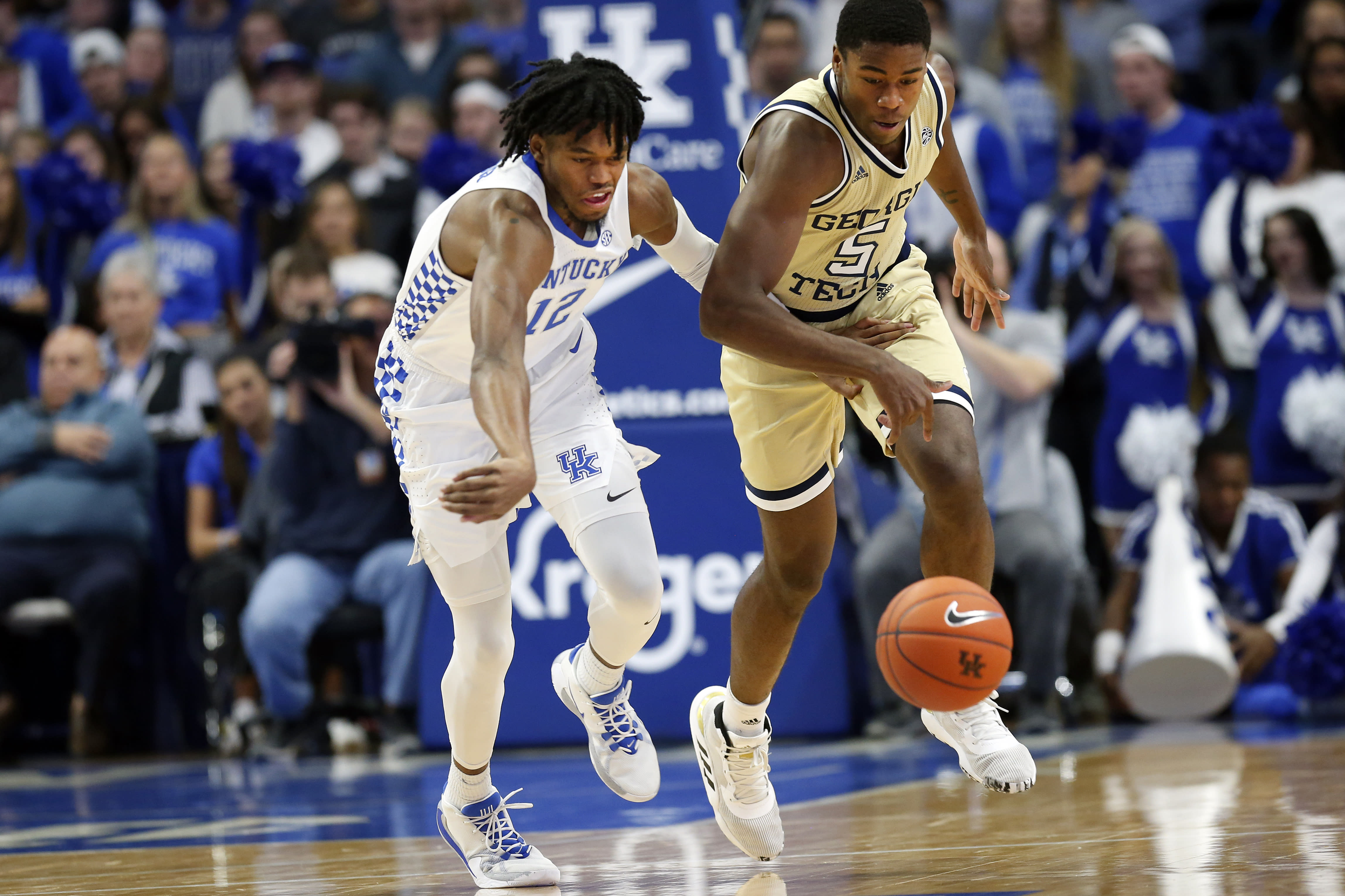 No. 8 Kentucky rolls past Georgia Tech, improves to 8-1
