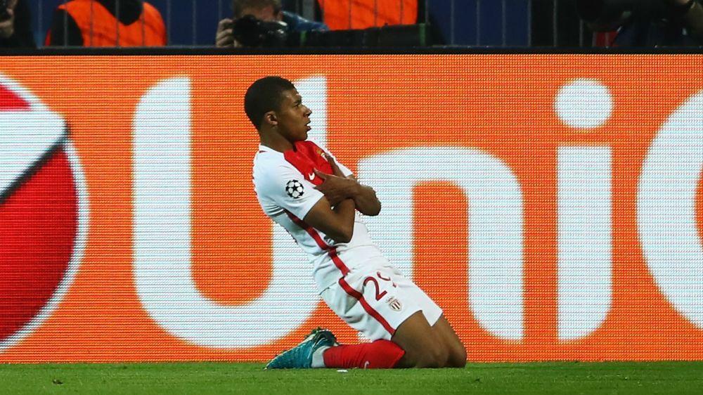 Pasta de crack: Mbappe metió su segundo gol tras un error del Dortmund