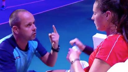 Fans erupt over coach's mid-match pep-talk
