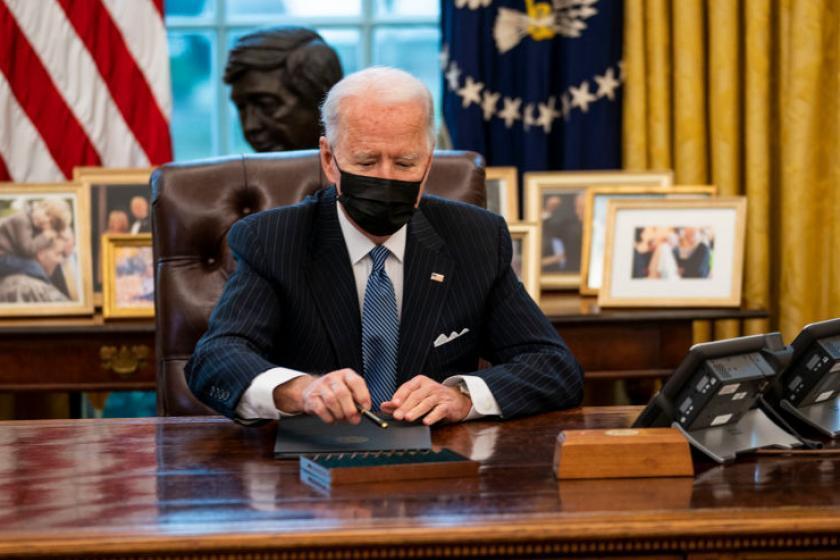 Biden did not, in fact, remove Trump's 'Diet Coke button' from the Resolute Desk, White House clarifies