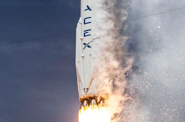 SpaceX tests the safety rockets for its manned space vehicles