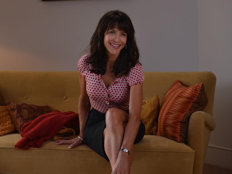 sophie marceau chauss e par jonak dans le film tu veux ou tu veux pas. Black Bedroom Furniture Sets. Home Design Ideas