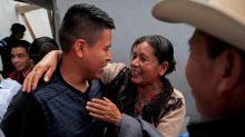 Migrantes guatemaltecos vuelven de EE.UU. con quejas de maltrato en los albergues