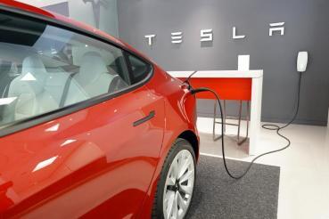 Tesla在台推出第三代壁掛式充電座,增加 Wi-Fi 連線功能,可隨時調整輸出電流
