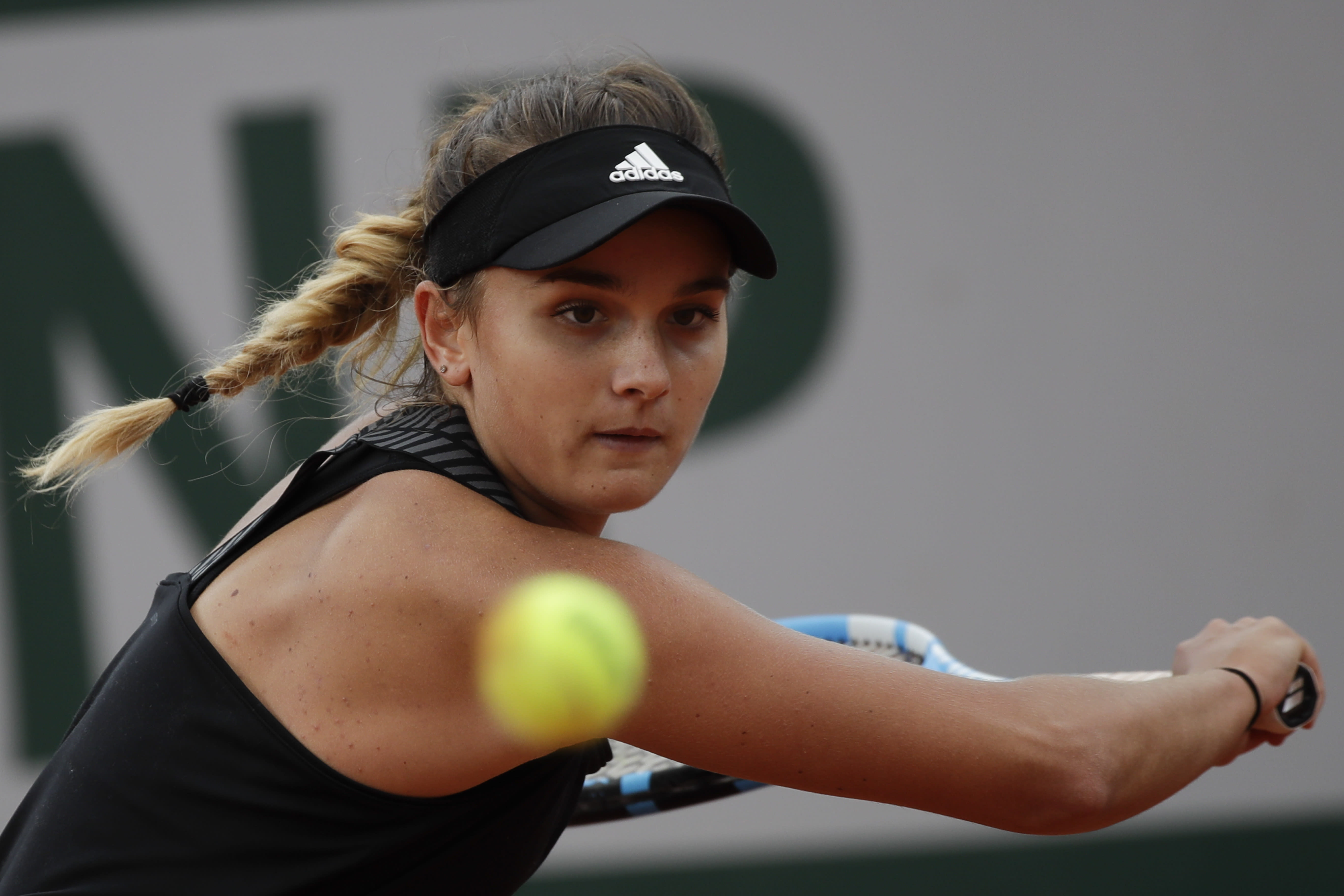 France's Clara Burel plays a shot against China's Zhang Shuai in the third round match of the French Open tennis tournament at the Roland Garros stadium in Paris, France, Saturday, Oct. 3, 2020. (AP Photo/Alessandra Tarantino)