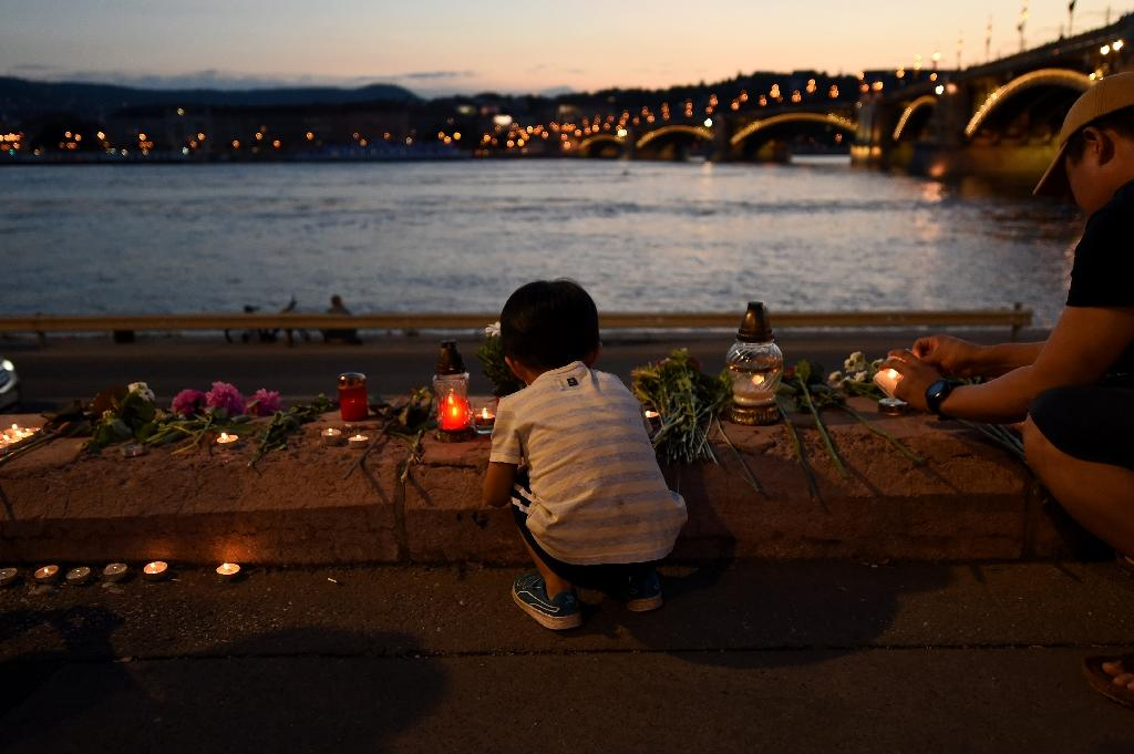 Candles have been lit close to the Danube in memory of the victims (AFP Photo/ATTILA KISBENEDEK)