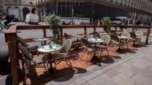 Déconfinement : le gouvernement supprime les jauges pour les terrasses de moins de 10 tables et demande d'aérer