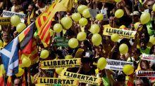 """Miles de manifestantes marchan en Barcelona contra el juicio del """"procés"""""""