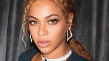 Beyoncé debuts knee-length blonde hair at Serena Williams's wedding