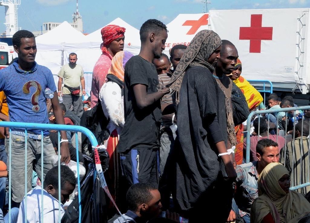 Migrants wait in Catania harbour after being rescued by the Italian coast guard on August 26, 2015 (AFP Photo/Dario Azzaro)