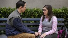 'Big Bang Theory' Stars Jim Parsons and Mayim Bialik Make a Spectacle of Themselves in Behind-the-Scenes Look (Photo)