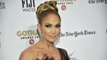 Jennifer Lopez posa sin maquillaje en una foto inusual con sus gemelos