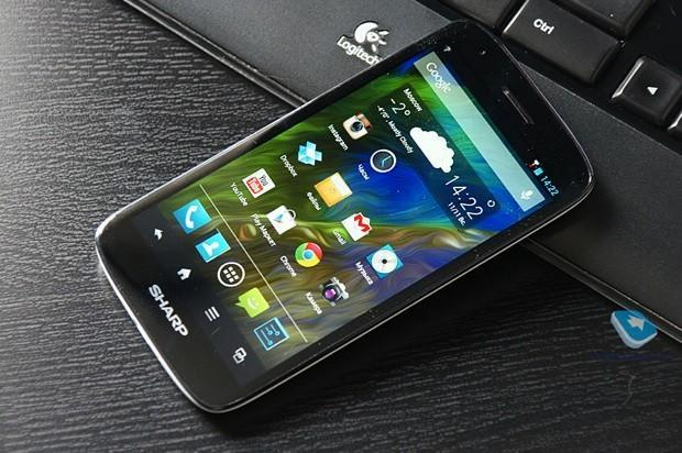 Sharp Aquos SH930W reviewed early in Russia, mates Sharp's 1080p screen with a mid-tier phone