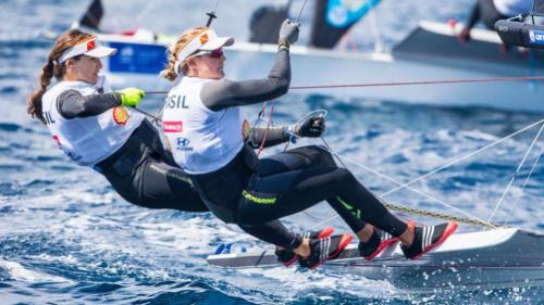 Martine Grael e Kahena Kunze lideram etapa da Copa do Mundo