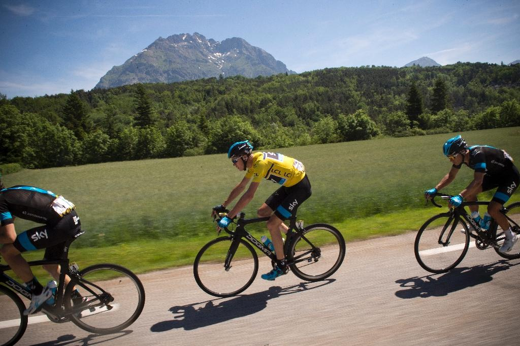 Britain's Chris Froome (C) rides during the fifth stage (Sisteron - La Mure) of the 66th Dauphine Criterium cycling race on June 12, 2014 at La Mure (AFP Photo/Lionel Bonaventure)