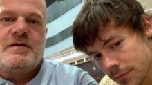 Neue Frisur: One Direction-Star Harry Styles nicht wiederzuerkennen