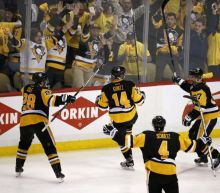 Chris Kunitz breaks out at perfect moment for Penguins