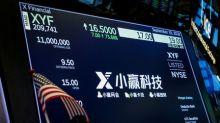 Índices chineses fecham em queda com dados econômicos fracos