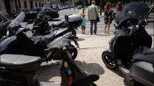 """""""Police ! Fonce ! Fonce !"""" : un Parisien raconte comment son scooter a été réquisitionné par un agent en pleine rue"""