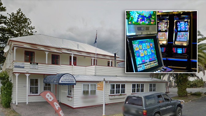 Pub's drastic move after pokie-playing mum leaves toddler outside