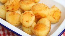 Saiba qual é a melhor técnica para fazer batatas assadas deliciosas