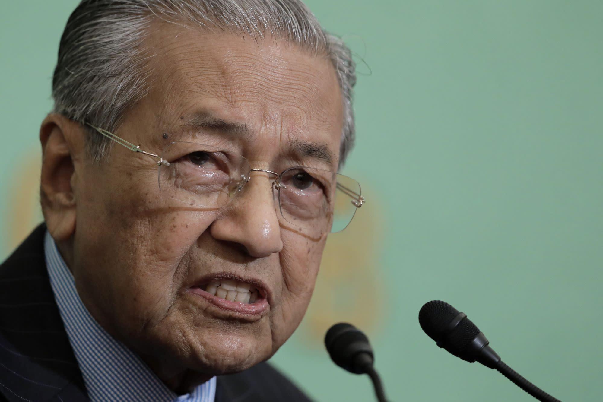 Mahathir Blames Muslim Countries for Rising Islamophobia