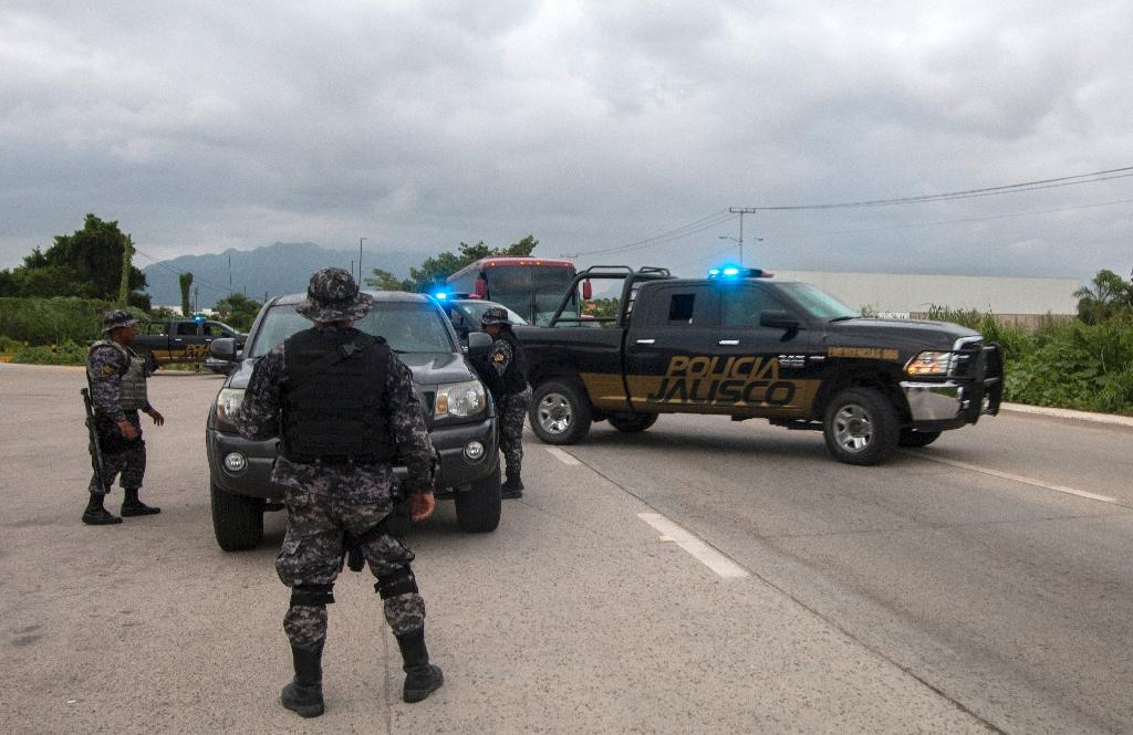 State police inspect a vehicle at a checkpoint during a security operation in Puerto Vallarta in the western Mexican state of Jalisco on August 17, 2016 (AFP Photo/Hector Guerrero)