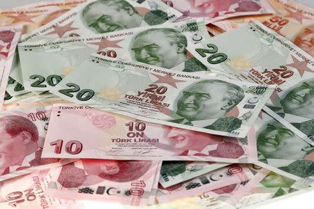 On Istanbul streets, defiant Turks see U.S. hand behind lira crisis