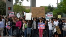 Niños inmigrantes seguirán en cautiverio pese a vencimiento de plazo