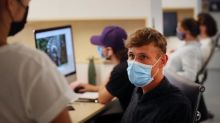 """Coronavirus : le Haut Conseil de la santé publique recommande le port """"systématique"""" du masque dans tous les lieux clos collectifs"""