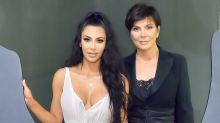 Kim 'perdeu' presente de Karl Lagerfeld para a mãe e chorou