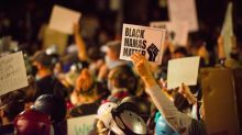 Portland vive outra noite de tensão entre manifestantes e policiais