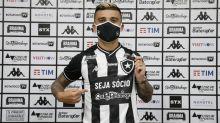 Victor Luís comemora retorno ao Botafogo: 'Me sinto em casa aqui'