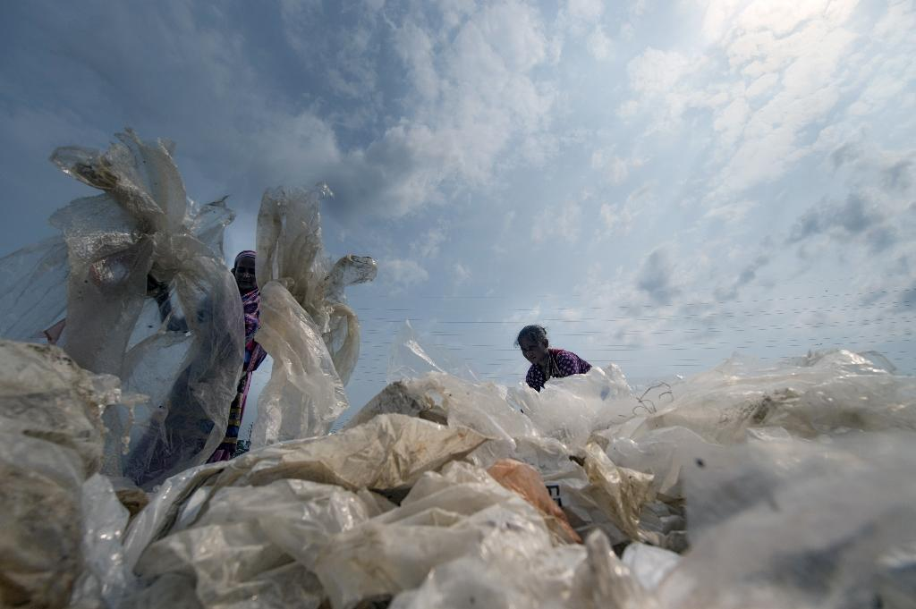 Despite the war on plastic bags, they are still a huge problem for the environment (AFP Photo/Munir UZ ZAMAN)