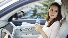 Feuerwehr warnt: Wasserflaschen im Auto können Feuer auslösen!