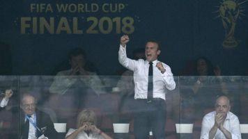 Finale mondiale in tribuna: Macron esaltato, le lacrime della presidente croata