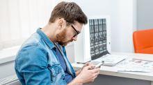 Como usar o celular sem colocar a coluna em risco