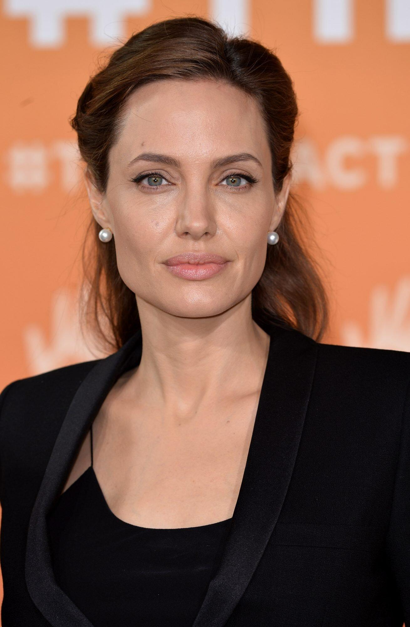 Angelina Jolie Makes Extremely Generous Donation To Boys Lemonade Stand Raising Funds For Yemen
