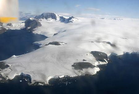Large floating ice mass is seen in Antarctic Peninsula