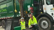 Garotinho de 3 anos tem como ídolo o coletor de lixo de sua vizinhança