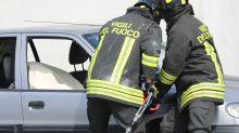 Imola, bimbo chiuso in auto: lo salva un passante