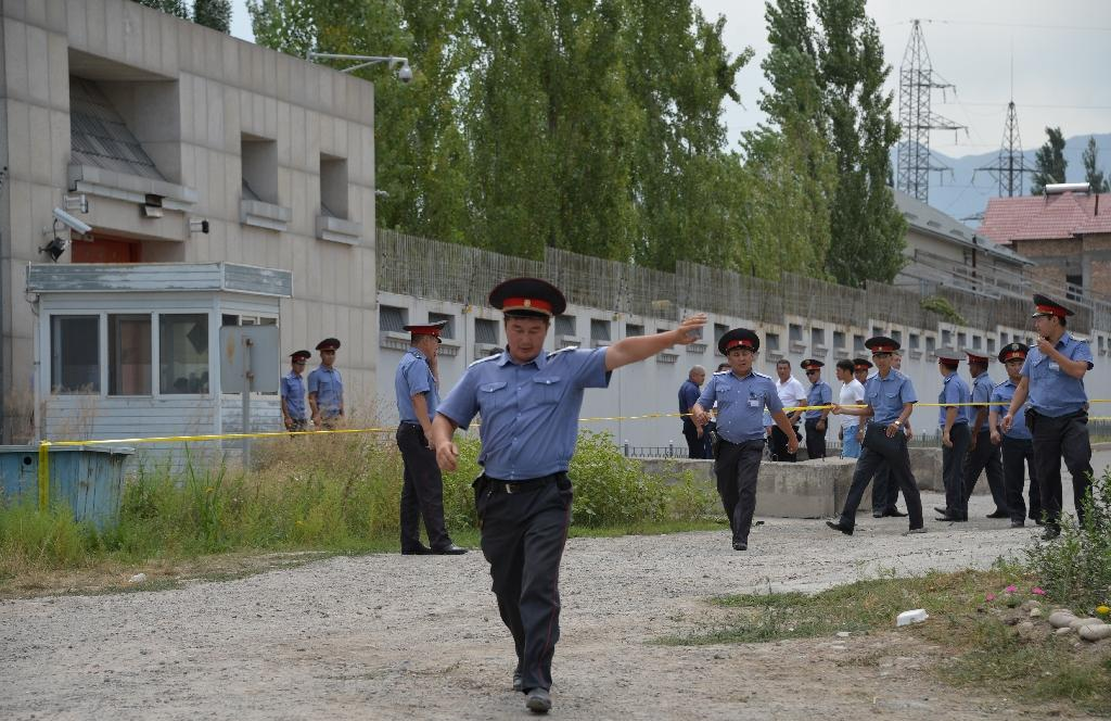 Kyrgyz police cordoned off the area outside the Chinese embassy in Bishkek on August 30, 2016 after a suicide bomber smashed through the gates in a van and detonated a device (AFP Photo/Vyacheslav Oseldko )